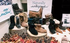 Ohhh it's feeling a little frosty here in Llandudno this morning.. Check out Baker & Clark's new autumnal window display for Emu boots! ☕️