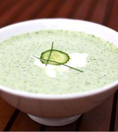 Zin in een lekker soepje? Deze frisse en romige komkommersoep is heerlijk voor tijdens de warme zomerdagen. ✓ Makkelijk Afvallen ✓ 100% koolhydraatarm