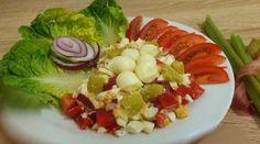 Rebarborový šalát Fruit Salad, Cobb Salad, Food, Red Peppers, Hoods, Meals, Fruit Salads