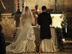 gli sposi durante la cerimonia in Umbria