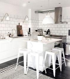 Kochen mit Stil: Bereits mit wenigen Accessoires kannst du deine Küche – egal, ob neu oder alt – in einen stylischen Trendspot verwandeln. Hier geht's zu den Upgrade-Tipps und coolen Beispielen zum Shoppen.