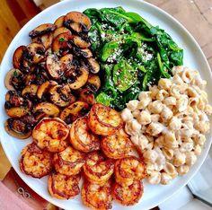 Healthy Meal Prep, Healthy Eating, Keto Meal, Spicy Garlic Shrimp, Garlic Salmon, Plats Healthy, Diet Recipes, Healthy Recipes, Bread Recipes