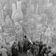 George Rodger - New York City. The Empire State Building. The observatory on the 86th floor. 1950., Photograph