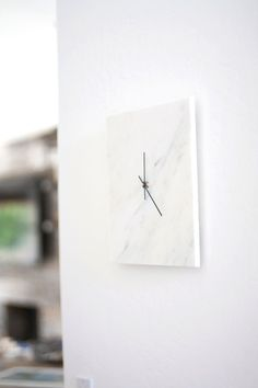 DIY Marble Wall Clock is chic, modern, & inexpensive! (made from a marble floor tile)