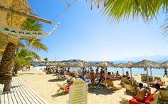 Her er det stranden i Agia Anna på Naxos i Grækenland. Det er bare at pakke en god bog, så er du klar til at erobre solstolen. Læs mere om Naxos her: www.apollorejser.dk/rejser/europa/graekenland/naxos
