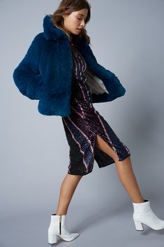 Sequins & Faux Fur: The Perfect Duo! Seductive Dress, Tailored Coat, Stylish Coat, Crisp White Shirt, Girls Time, Basic Tees, Fashion Labels, Dress Collection, Faux Fur