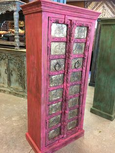 Rajasthani Haveli Mansions design with Vibrant Pink Color Cabinet with Camels groove on front 2 door brass sheet gives unique style and design to your home interior . Haveli doors are used to create beautiful and amazing almirahs. Use as a bedroom armoire Diy Furniture Decor, Antique Furniture, Cabinet Furniture, Stone Sculpture, Wooden Almirah, Vintage Armoire, Old Tables, Carolina Furniture, Mansion Designs