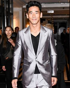 Naoki Kobayashi wore a TOM FORD black and silver zebra Atticus cocktail jacket to the 2019 Met Gala and a lavender iridescent Atticus suit to the Met Gala after parties. What Men Want, 三代目j Soul Brothers, Satin Jackets, Trending Now, Tom Ford, Toms, Suit Jacket, Gucci