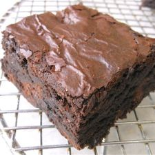 "Fudge Brownies: King Arthur Flour Our guarantee: These brownies, deep chocolate brown inside with a lighter-colored top crust, will be about 3/4"" to 1"" tall when cut. They'll be ultra-moist without crossing the line into gooey/underbaked"