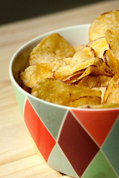 It's Chips and Dip day! But, what's the dip without the perfect chip? These Lemon Pepper Microwave Potato Chips are so easy to make you'll never reach for a bag of store-bought potato chips again. You can easily customize the flavor by changin Microwave Potato Chips, Baked Potato Wedges Oven, Potato Wedges Recipe, Sweet Potato Wedges, Lays Potato Chip Flavors, Lays Potato Chips, Dip Recipes, Vegan Recipes, Kitchens