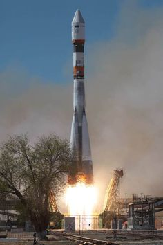 Soyuz rocket blasts off with Bion satellite #rocket #liftoff