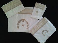 Conjunto lençol de xixi ( 1 lençol,  1 fronha,  2 fraldas e 1 paninho de boca )
