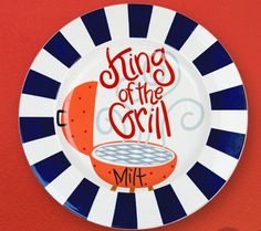 Celebrate every barbecue tradition with the sophisticated King of the Grill Platter. Fun and functional, the Platter features navy accents. Family Gifts, Gifts For Dad, Fathers Day Gifts, Grandpa Gifts, Painted Plates, Hand Painted Ceramics, Painted Pottery, Pottery Painting Designs, Pottery Designs