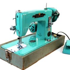 Vintage turquoise sewing machine... This totally makes me want to get into sewing!