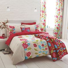 Image from http://articulatebaboon.com/wp-content/uploads/va-jacqueline-bedding-set-ss.jpg.