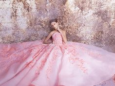 Leave A Little Sparkle Wherever You Go – 50 Ultra-Glam Sparkly Metallic Gowns! Lazaro Dresses, Jenny Packham Dresses, Paolo Sebastian Dresses, Artistic Fashion Photography, One Day Bridal, Vera Wang Dress, Mint Dress, Metallic Dress, Couture Dresses