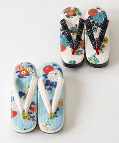 Yukata Kimono, Kimono Dress, Japanese Costume, Japanese Kimono, Traditional Kimono, Traditional Outfits, Modern Kimono, Kimono Design, Kimono Pattern