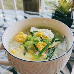 인기메뉴 보드라운 아침국 ,, 백종원 계란국 황금레시피 Korean Diet, Korean Food, Food Captions, Creamy Tomato Pasta, Soup Recipes, Cooking Recipes, K Food, Food Plating, Food And Drink