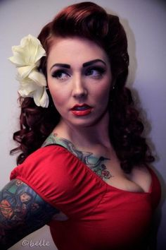 This 40s inspired look is sultry and glamorous!:: Vintage Hairstyles:: Retro…