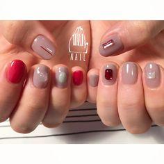 ⚪️◽️⬜️◻️▫️#nail#art#nailart#ネイルアート#gray#red#mode#ワンカラー#おまかせネイル#ショートネイル#nailsalon#ネイルサロン#表参道 #grey111#presto #prestogel Gem Nails, Shellac Nails, Manicure, Nail Polish, Classy Nails, Trendy Nails, Runway Nails, Korean Nail Art, Kawaii Nails