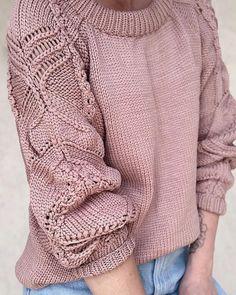 «Слишком часто участники рынка выпячивают грудь и добиваются этим лишь увеличения социальной дистанции. Когда кто-то говорит, какой он… Lace Knitting Stitches, Knitting Machine Patterns, Knit Patterns, Hand Knitting, Crochet Blouse, Knit Crochet, Chunky Knitwear, Knitting Accessories, Knit Fashion