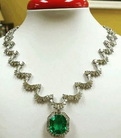 @thejewellcloset . Stunning Diamond & Emerald Necklace.