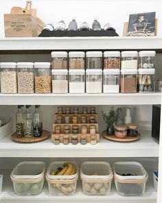 These clever kitchen pantry organization hacks will save your food from the deadline. Get some ideas for your pantry closet organization here. – Experience Of Pantrys Kitchen Organization Pantry, Home Organisation, Kitchen Pantry, Diy Kitchen, Kitchen Storage, Kitchen Decor, Organized Pantry, Diy Storage, Pantry Ideas