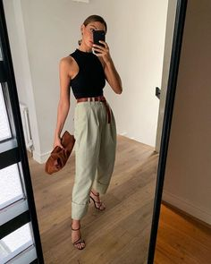 Distressed jeans E-shop – Roxane Baines – Official website summer outfits with jordans best outfits Monday: The Pleated Midi-Skirt Mode-Outfit-Ideen für Frauen. Mode Outfits, Fashion Outfits, Womens Fashion, Fashion Tips, Ladies Fashion, Fashion Styles, Spring Summer Fashion, Spring Outfits, Outfit Summer