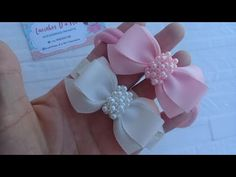 Laço Rn luxinho🎀 - YouTube Diy Shrink Plastic Jewelry, Craft Stalls, Hair Bow Tutorial, Pearl Headband, Ribbon Hair Bows, Hair Beads, How To Make Bows, Fabric Flowers, Fascinator