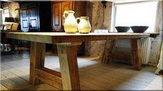 Rusztikus konyha, organikus konyhabútorok - Rusztikus lakások Decor, Furniture, Cottage, Cottage Homes, Rustic Furniture, Table, Entryway Tables, Home Decor, Vintage Designs