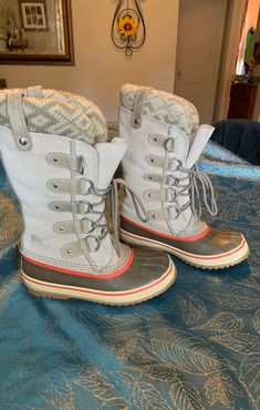 Sorel boots size 6 gently used, still in great condition! These boots are great for winter! Smoke free home. Sorel Boots, Calves, Badge, Smoke Free, Winter, Shoes, Winter Time, Baby Cows, Zapatos
