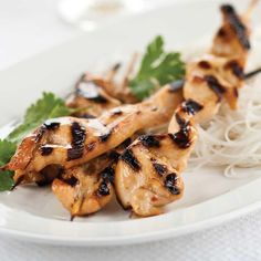Brochettes de poulet, sauce aux arachides