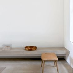 Concrete bench and floor in John Pawson Residence Minimalist Interior, Minimalist Home, Minimalist Beauty, Interior Architecture, Interior And Exterior, Concrete Bench, Piece A Vivre, Living Room Remodel, White Houses