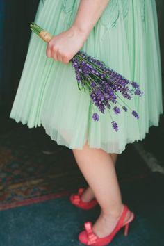 lavender bouquet  | onefabday.com simple bouquet for rustic vintage wedding