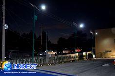 Tecnología solar Indisect. Ofrece luminarias solares para la iluminación de espacios públicos.