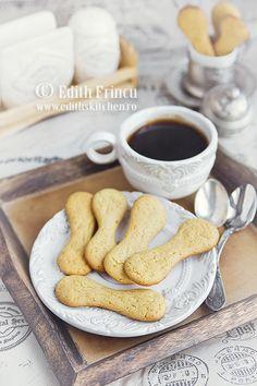Piscoturi Dukan - piscoturi dietetice usor crocante, se fac rapid cu oua, lapte praf, amidon si indulcitor natural.