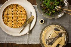 Pode acreditar, esta é a melhor torta de palmito que você já viu. O palmito é fresco, o recheio ultra cremoso e a montagem uma belezura.
