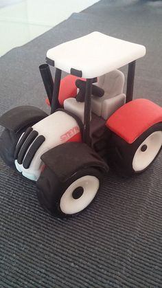 Traktor Steyr Steyr, Wooden Toys, Tractors, Cupcakes, Decorating, Tortilla Pie, Pastries, Manualidades, Easter Bunny
