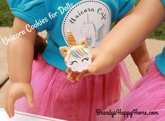 Find out how to make DIY polymer clay unicorn cookies for your American Girl dolls. Another sweet treat for the doll Unicorn Café. American Girl Food, American Girl House, Ag Doll Crafts, Diy Doll, American Girl Accessories, Doll Accessories, Ag Dolls, Girl Dolls, Unicorn Cafe