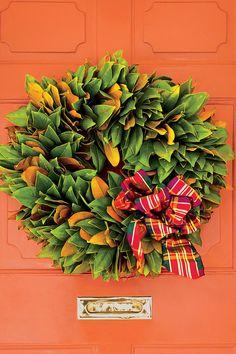 54 Festive Christmas Wreaths: Classic Magnolia Wreath
