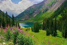 Emerald lake in Colorado. Been there :) So pretty :)