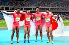 男子400メートルリレー決勝で銀メダルを獲得した(左から)ケンブリッジ飛鳥、桐生祥秀、飯塚翔太、山県亮太=19日、五輪スタジアム、竹花徹朗撮影