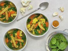Rask gryte med grønnsaker og svinekjøtt   Oppskrift - MatPrat Food Inspiration, Thai Red Curry, Baked Goods, Diet, Chicken, Baking, Healthy, Ethnic Recipes, Spinach