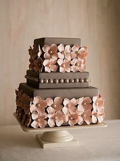 would go with a cream icing instead of the chocolate brown. love the sugar flowers