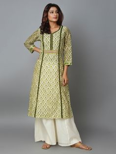 Simple Kurti Designs, Kurta Designs Women, Salwar Designs, Designs For Dresses, Dress Neck Designs, Blouse Designs, Simple Pakistani Dresses, Pakistani Dress Design, Kalamkari Dresses