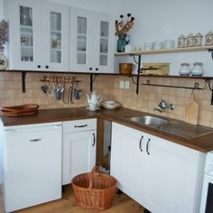 Obytná kuchyně na chalupě ve venkovském stylu Stylus, Provence, Kitchen Cabinets, Home Decor, Decoration Home, Style, Room Decor, Cabinets, Home Interior Design