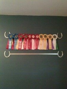 I could make it out of wood and put carved llama footprints on… This one is cute; I could make it out of wood and put carved llama footprints on the ends instead! - Art Of Equitation Horse Ribbon Display, Show Ribbon Display, Horse Show Ribbons, Horseshoe Projects, Horseshoe Crafts, Horseshoe Art, Equestrian Bedroom, Equestrian Decor, Ribbon Holders