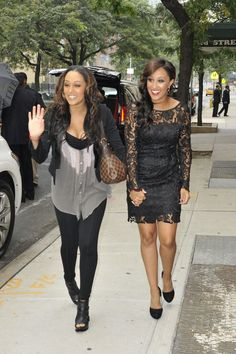 """Tamera Mowry Photos Photos: SISTER ACT - Celebrity twins, Tia and Tamera Mowry are seen posing for pictures outside of the """"Wendy Williams Show"""" in NYC Celebrity Twins, Celebrity Style, Tia And Tamera Mowry, Shows In Nyc, Fashion Network, Fashion Idol, Poses For Pictures, Black Girls Rock, Kardashian Style"""