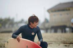 """""""Heirs"""": Lee Min Ho Is A Malibu Surfer"""