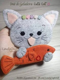 Learn precious tips for making any felt cat model and see the m … Felt Patterns, Stuffed Toys Patterns, Cat Quilt, Felt Cat, Felt Decorations, Felt Brooch, Creation Couture, Cat Crafts, Toy Craft